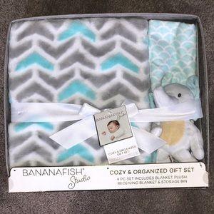 Nursery blanket set